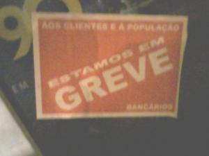 Cartaz encontrado em várias agências da cidade