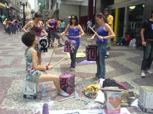 O grupo Maria Maria Mulheres em Movimento aproveitou o dia para protestar