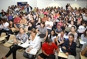 Palestra do lingüista José Fiorin na Faculdade de Letras da UFJF discute a unificação