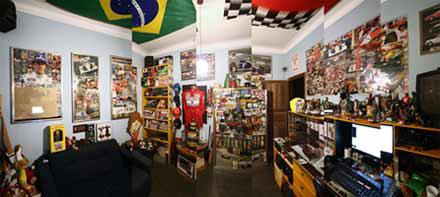 Schubert reserva um cômodo de sua casa para guardar artigos relacionados a automobilismo (fotomontagem – arquivo pessoal)