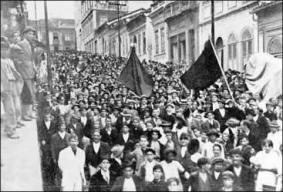 Manifestação de trabalhadores, influenciados pelo anarquismo, no início do século XX