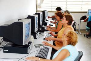 A alfabetização digital integra o idoso às novas tecnologias
