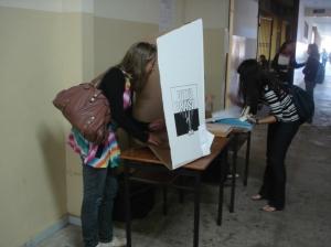 Alunos participam de plebiscito. Maioria foi contra a redistribuição de vagas.