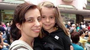Franciane e sua filha conferiram o Teatro na Praça