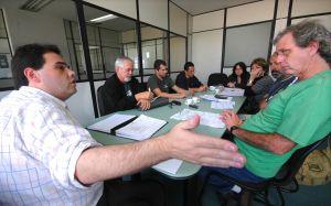 Professores reivindicam reajuste salarial, em reunião com o secretário de Administração, Vitor Valverde.