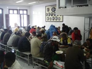 Hora do almoço: 200 refeições gratuitas diárias