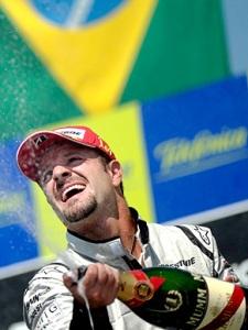 Em três corridas, Barrichello somou 22 pontos e reduziu a vantagem de seu companheiro de equipe