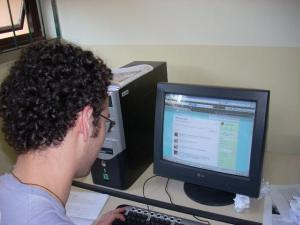 O universitário Pedro Brasil usa o twitter até mesmo para trabalhos acadêmicos