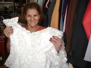 Rita mostra o vestido de noiva que custa R$ 180