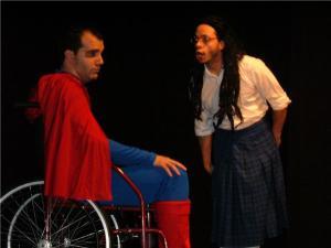 Menina pastora cura o Super Homem tetraplégico
