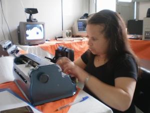 Marta é formada em Pedagogia e dá aula de Braile do Instituto Bruno