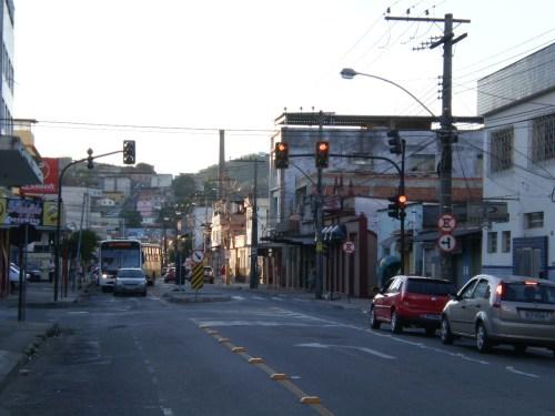 Semáforo e redutores de velocidade na Rua Bernardo Mascarenhas são fruto de reivindicação dos moradores do bairro Fábrica